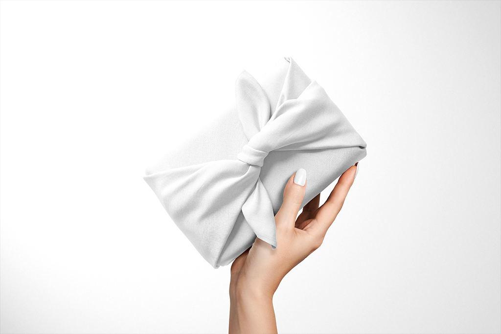 布料包装印花图案展示褶皱样机样机ps贴图模板 Furoshiki Fabric Wrap 2 Mockup Set